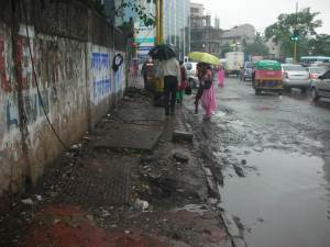 Condition of sidewalks, MIDC, Marol.Source: EMBARQ Network