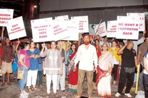 Bandra locals take to the streets for hawker-free roadsSource: http://www.mid-day.com/news/2012/sep/030912-mumbai-Bandra-locals-take-to-the-streets-for-hawker-free-roads.htm
