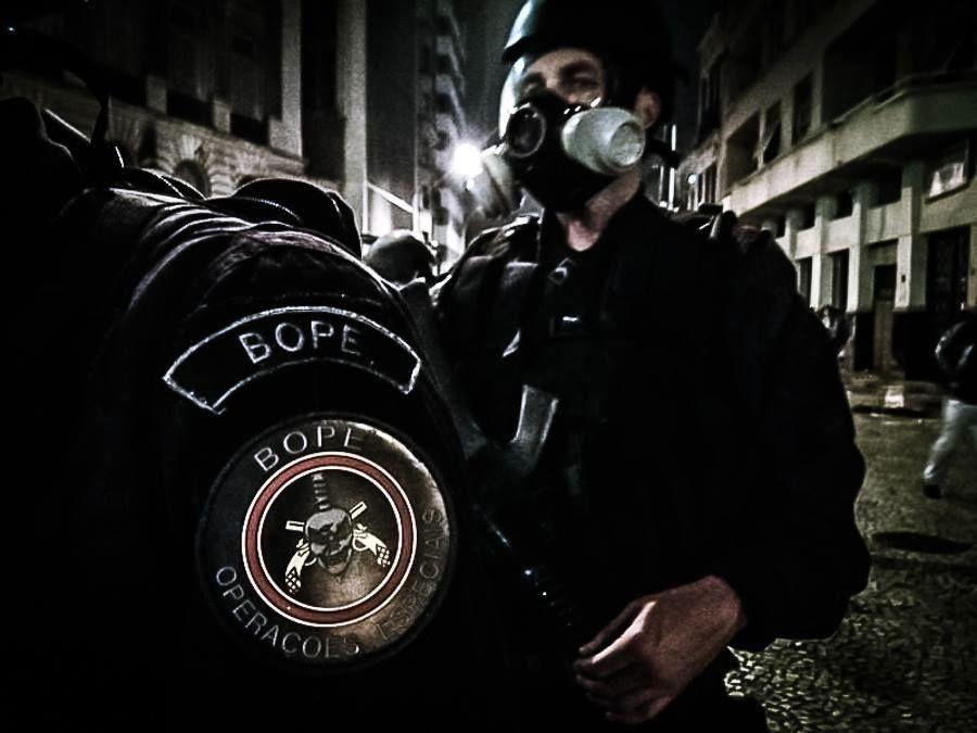 Rio de janeiro cops give stripper their guns - 1 part 9