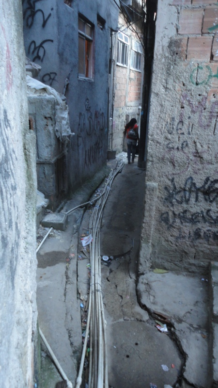 This beco, in roupa Suja, Rocinha demonstartes the potential for mishap by serving as  utilities corridor as well.
