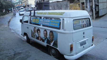 Campaign advertising, Estrada da Gávea, Rocinha