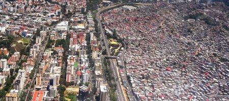 Urbanización%20La%20Urbina%20y%20Barrios%20de%20Petare.%20Caracas,%20Venezuela..JPG