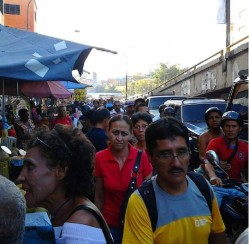Pedestrian activity in the Petare roundabout